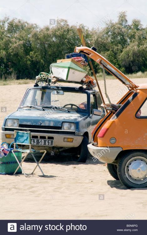 renault-5-old-hatchback-picnic-tailgate-