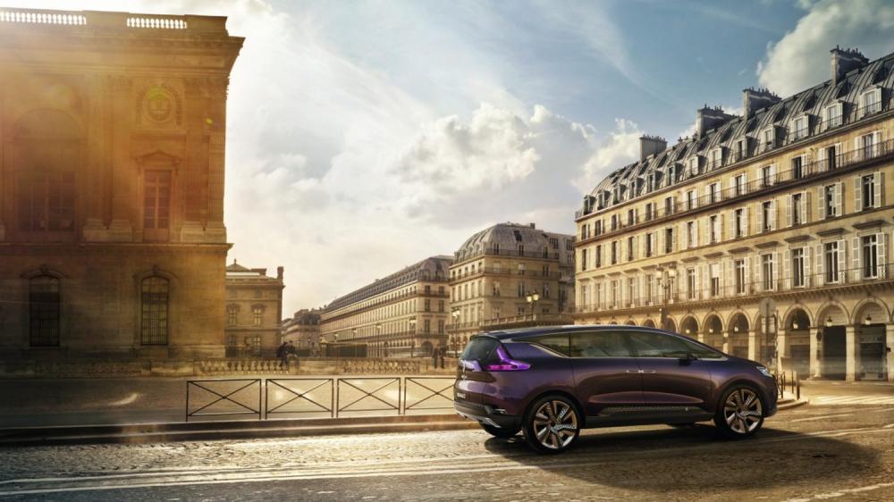 Renault INITIALE PARIS - vue de profil rue de Rivoli