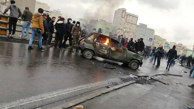 Protestas-disturbios-Iran-subida-gasolin