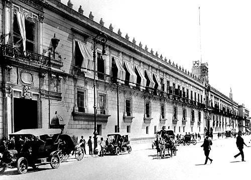 1910 Mexico Palacio Nacional.jpg