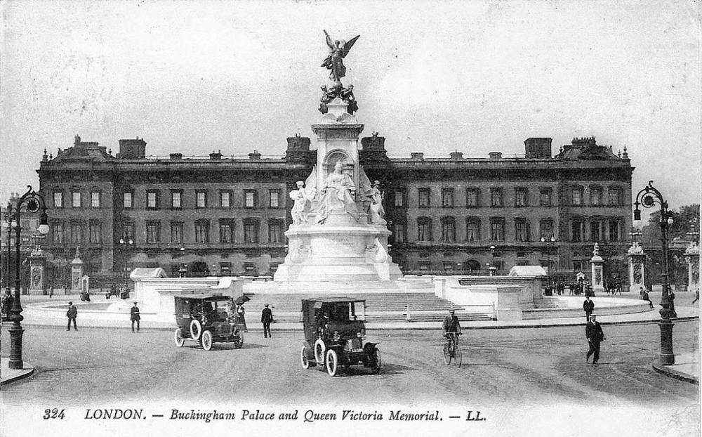 1911 Londres – Buckingham Palace.jpg