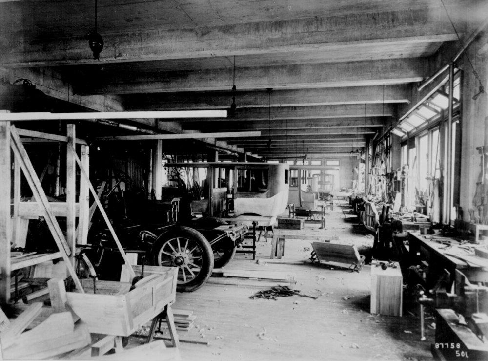 1912 Pittsburgh factory.jpg