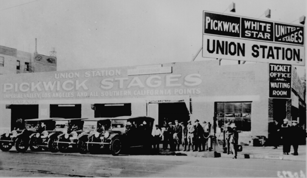 1920 Pickwick stages, Union Station, Los Angeles.png