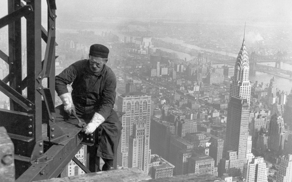 1930 New York City – Empire State Building worker.png