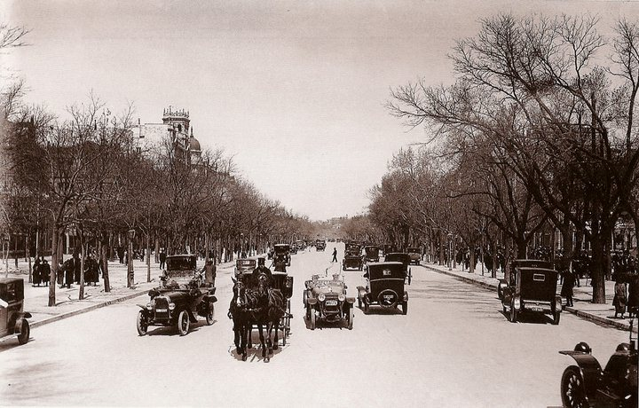 1930 Paseo de Recoletos (Madrid).png
