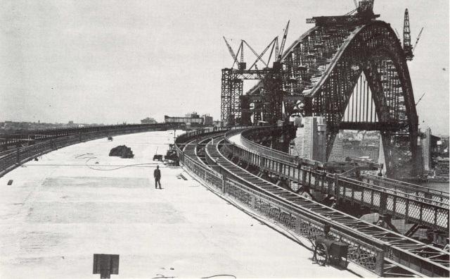 1930 Sydney Harbour Bridge (2).png
