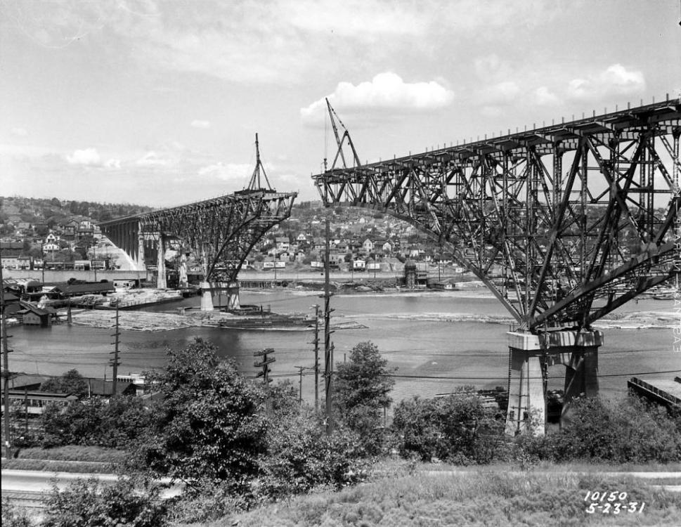 1931 Aurora Bridge under construction.png