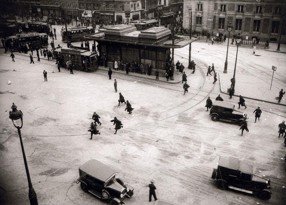 1933 Puerta del sol (Madrid).png