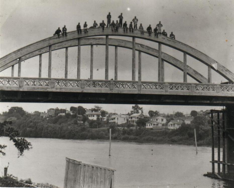 1936 Fairfield Bridge under construction.png