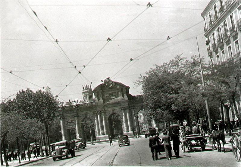1939 Puerta de Alcalá (Madrid).png