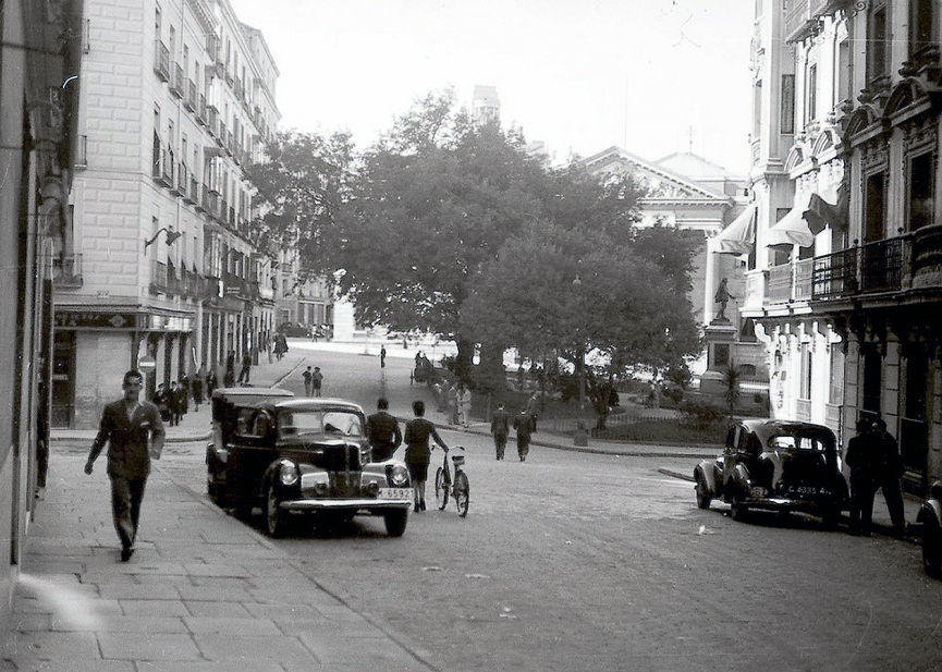 1945 Desde calle San Agustín Madrid.png