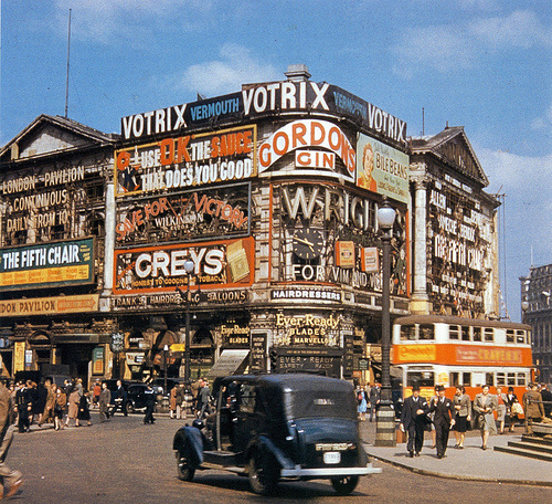 1945 Piccadilly Circus Londres.png