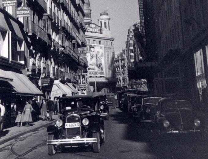 1954 Calle Preciados Madrid.png