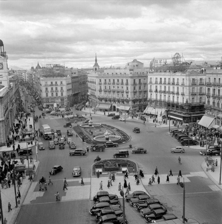 1954 Puerta del Sol Madrid. (2).png