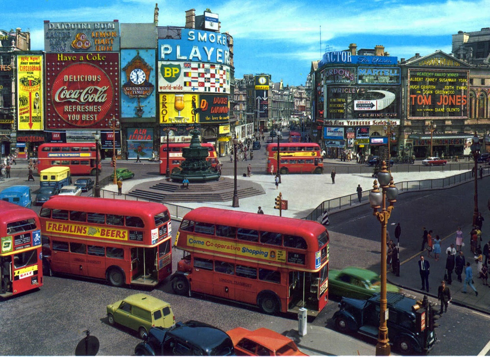 1963 Piccadilly Circus, London.png