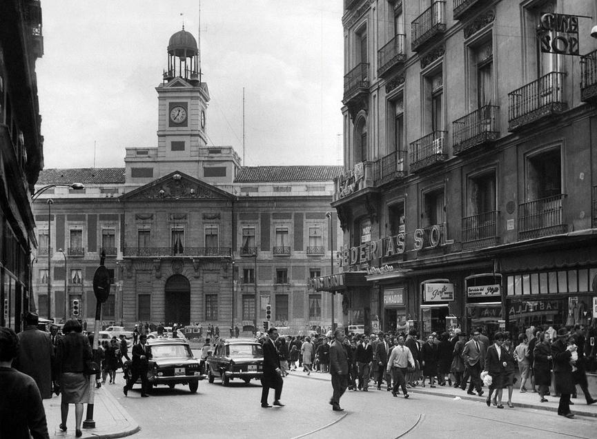 1966 Calle Preciados Madrid.png