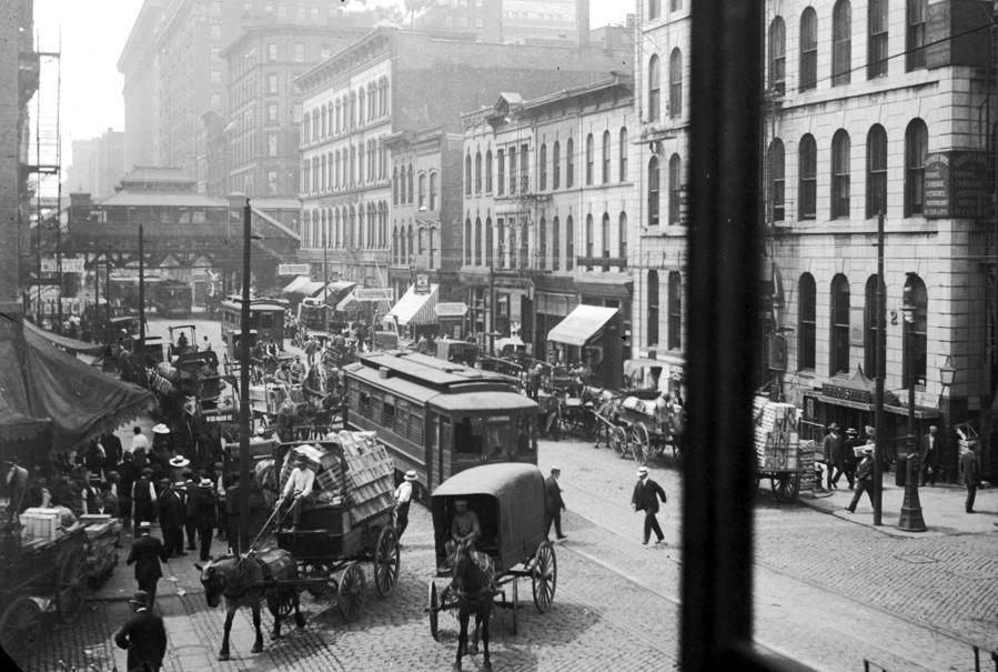 State Street looking south towards Lake Street in 1912.jpg