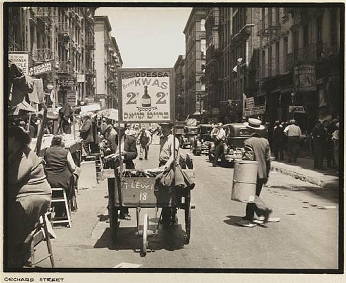 pushcarts-food-in-new-york-1938-02.jpg