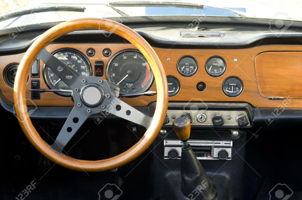 15081139-wooden-dashboard-of-a-vintage-car-Stock-Photo.jpg