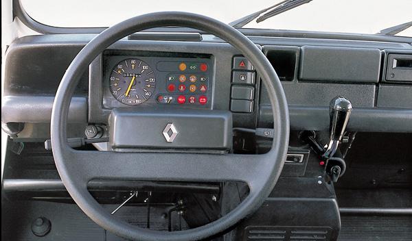 335977-renaul-4l-espana-interior-plastico.jpg
