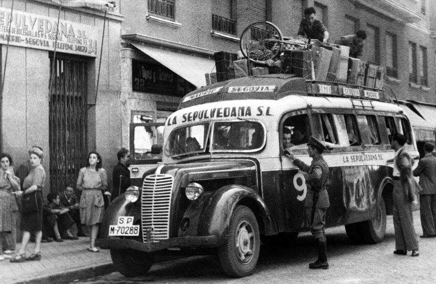 01 1950_Salida_autobuses_La_Sepulvedana.jpg