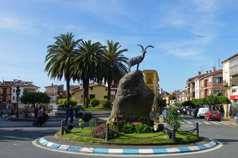 Monumento-Cabra-Candeleda.jpg