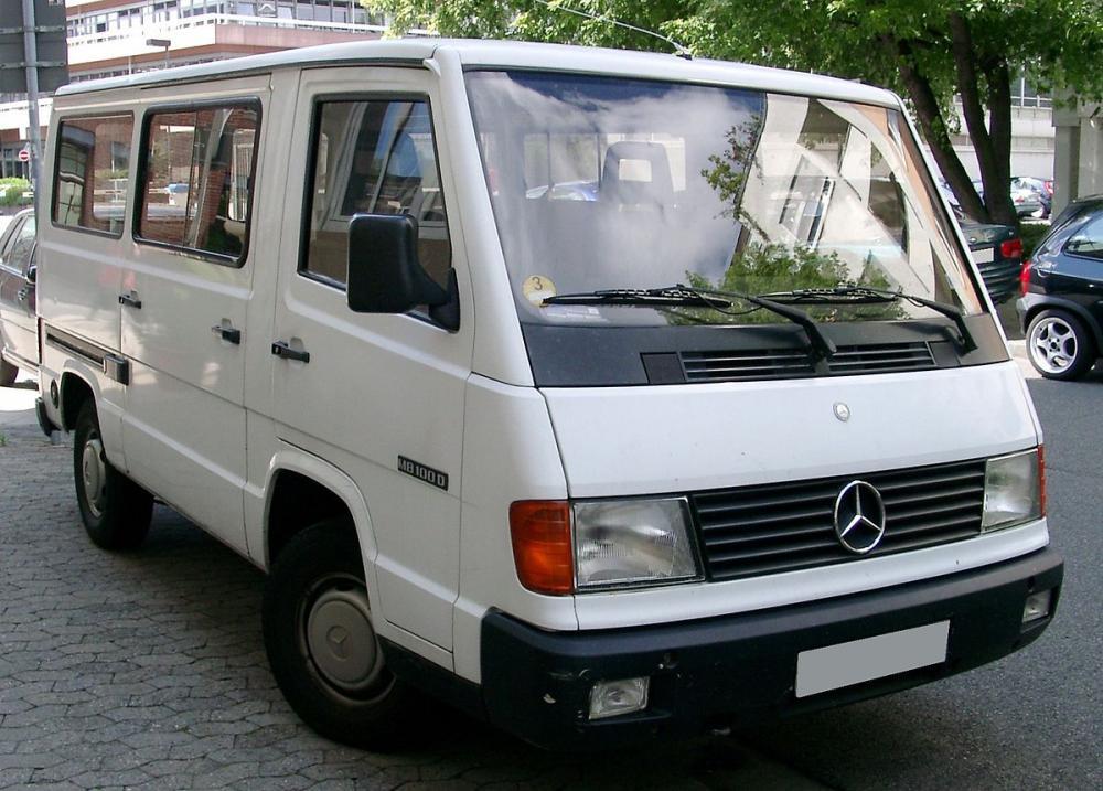 1200px-Mercedes-Benz_MB100_front_20080704.jpg