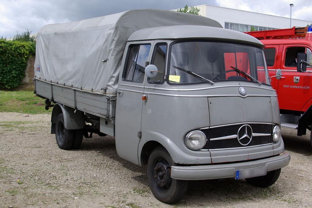 1200px-Mercedes_L319_BW_1.jpg